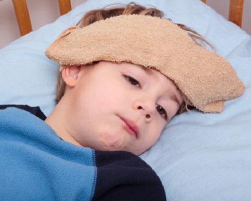 khi trẻ bị sốt