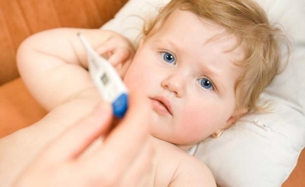 trẻ 6 tháng bị sốt