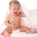 trẻ bị đau bụng đi ngoài